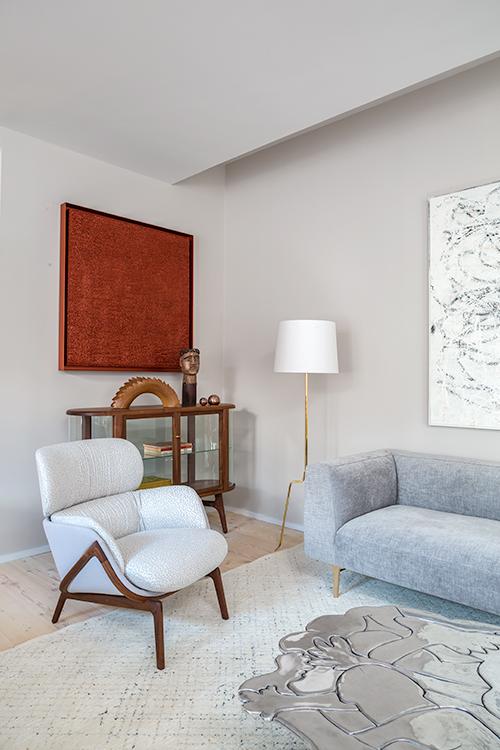 vert_robert_granoff_100_franklin_living_room_corner_detail