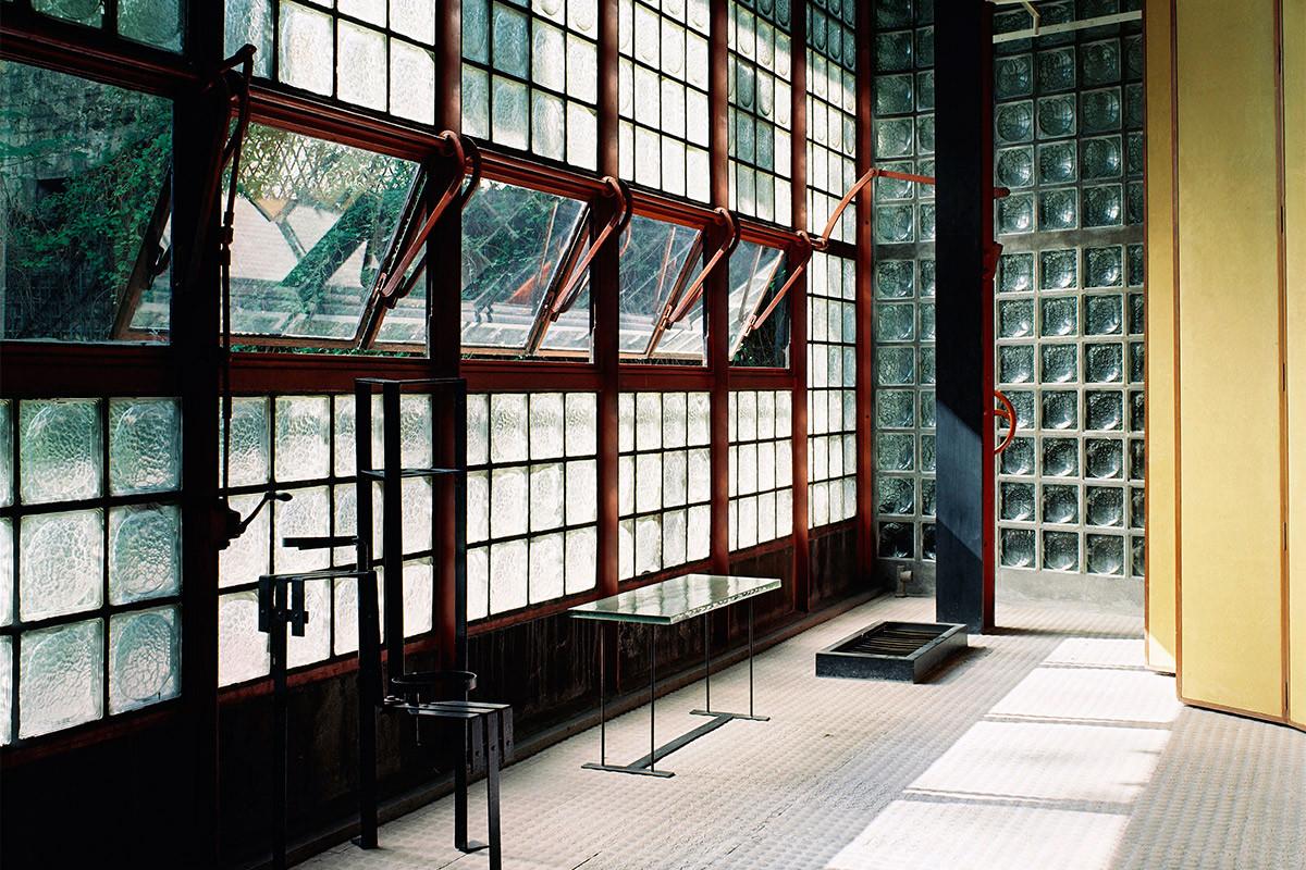 tjm_666-chareau_f004-glasshouse-1